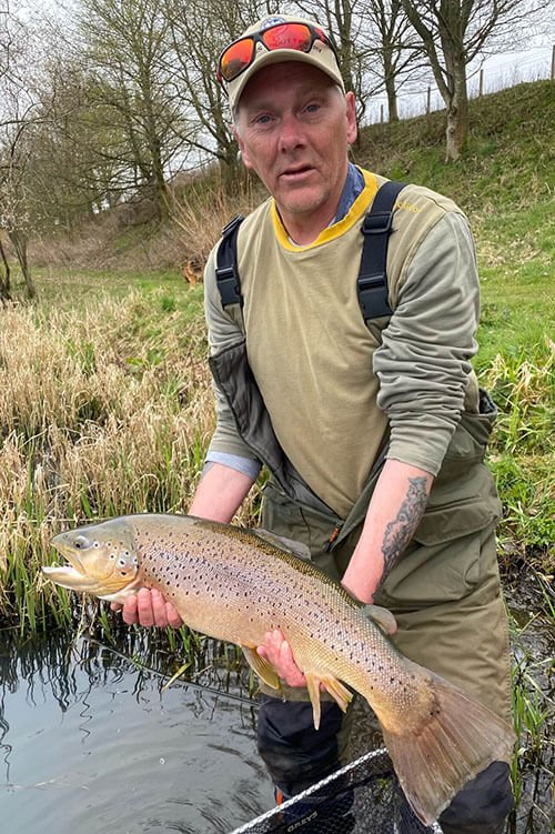 Peter lands himself £311 at Kinross Trout Fishery today - Catching 14lb Brown trout - Top Fishing Location - Top Fishery Scotland